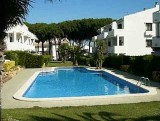 2 Bedroom Ground floor Apartment with Pool and Gardens